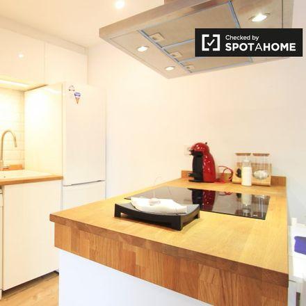 Rent this 1 bed apartment on Aparcabicis Sede Social Samur in Carrera de San Francisco, 28001 Madrid