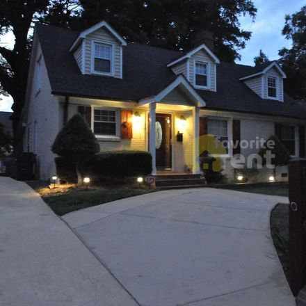 Rent this 5 bed apartment on 619 Woodruff Place in Charlotte, NC 28208
