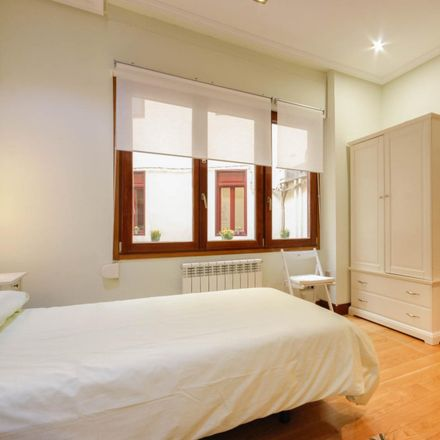 Rent this 5 bed room on El & Ella in Calle Lutxana / Lutxana kalea, 01232 Bilbao