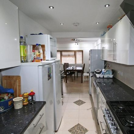 Rent this 8 bed house on Grays Road Store in Grays Road, Oxford OX3 7PU
