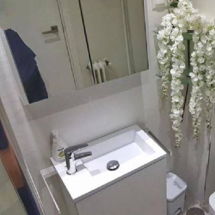 Rent this 3 bed room on Avenida de la Universidad in 33, 28911 Leganés