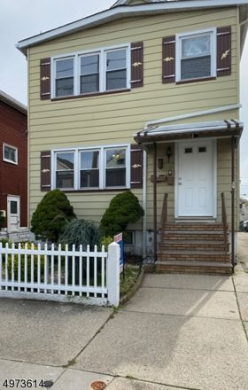 Rent this 2 bed townhouse on Hayward Pl in Wallington, NJ