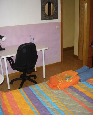 Rent this 4 bed room on Calle Entre Arroyos in 52, 28030 Madrid