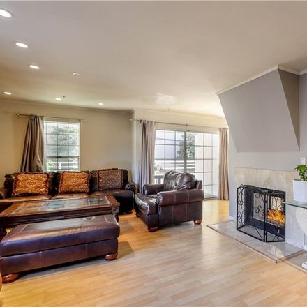 Rent this 3 bed condo on 1164 Justin Avenue in Glendale, CA 91201
