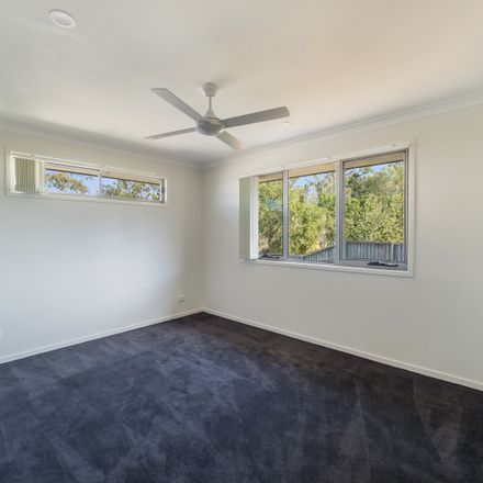 Rent this 3 bed townhouse on Springfield