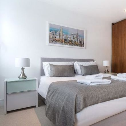 Rent this 1 bed apartment on Lincoln Plaza London in Curio Collection by Hilton, 2 Lincoln Plaza