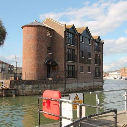 Rent this 2 bed apartment on Vectis Garage in Little London, Newport PO30 5XT