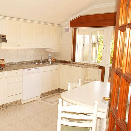 Rent this 6 bed room on Av. da Ponte in 36, 36215 Vigo