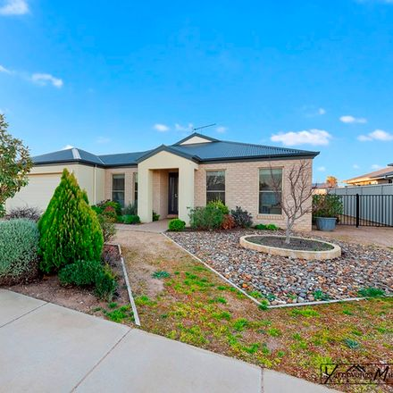 Rent this 2 bed townhouse on Yarrawonga