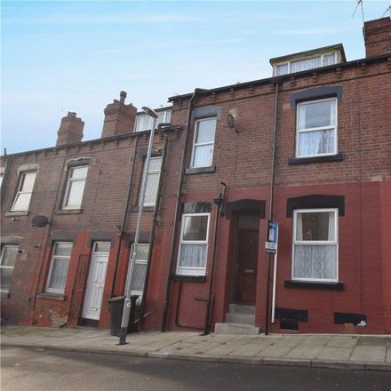 Rent this 2 bed house on Woodview Terrace in Leeds LS11 6LF, United Kingdom