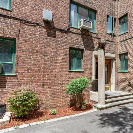 Rent this 2 bed condo on 1969 McGraw Avenue in New York, NY 10462