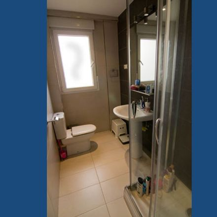 Rent this 7 bed room on Calle de Alcalá in 152, 28028 Madrid