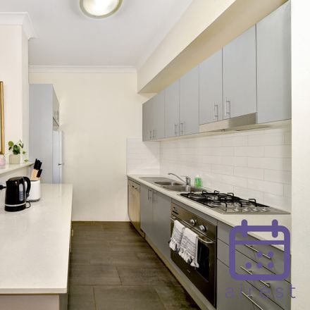 Rent this 1 bed apartment on 4/17 Macarthur Street
