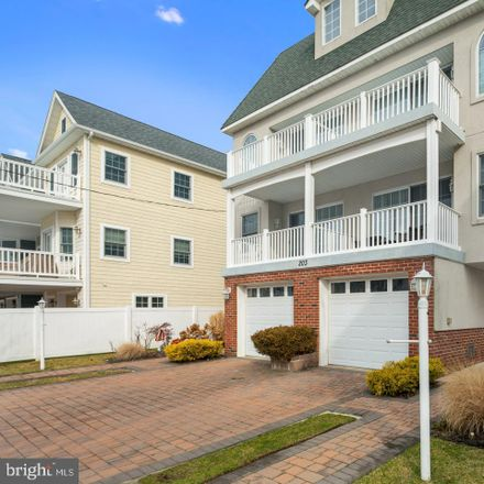 Rent this 4 bed townhouse on 203 N Jefferson Ave in Margate City, NJ