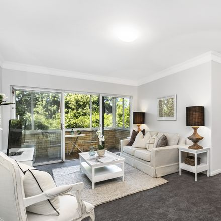 Rent this 3 bed apartment on 4/167 Pacific Highway