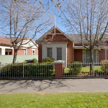 Rent this 2 bed townhouse on 1/6 Drummond Street South