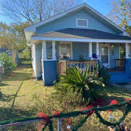 Rent this 3 bed house on 739 South E Street in Pensacola, FL 32502