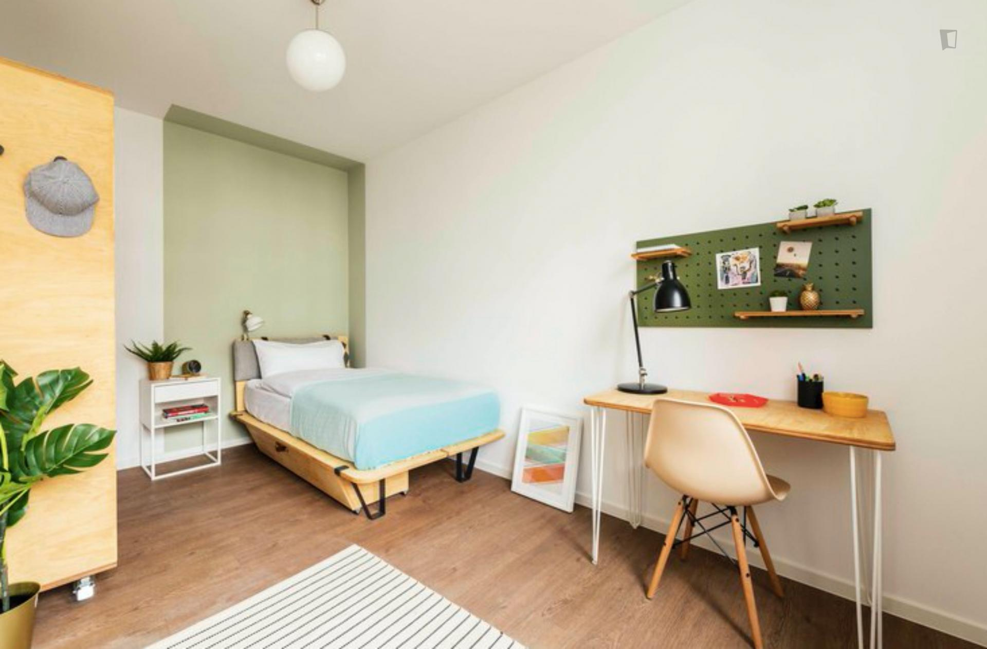 Room In 2 Bedroom Apt At Klara Franke Strasse 10 10557 Berlin Germany 17188116 Rentberry