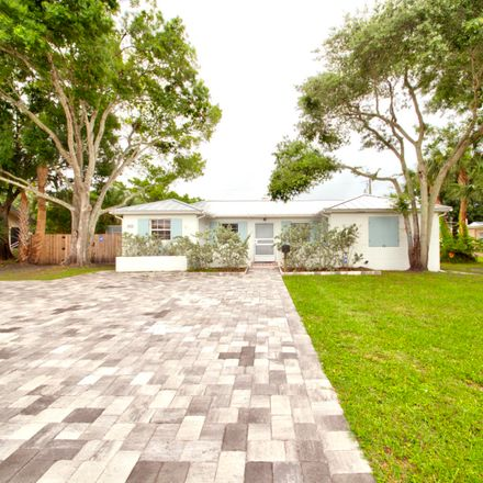 Rent this 3 bed house on 528 East Strawbridge Avenue in Melbourne, FL 32901
