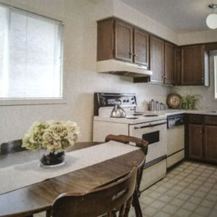 Rent this 3 bed house on Mississauga in Central Erin Mills, ON
