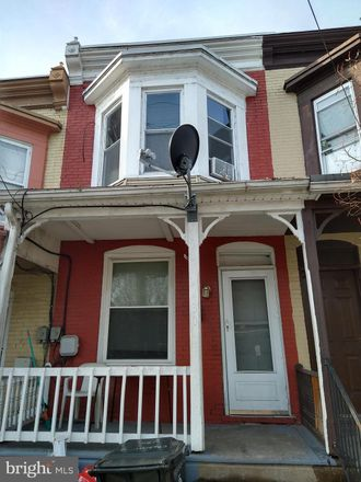 Rent this 3 bed townhouse on 430 Crescent Street in Harrisburg, PA 17104