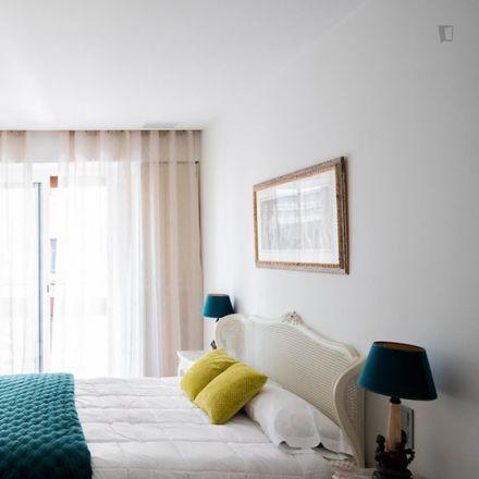 Rent this 5 bed room on Michael Kors in Carrer del Poeta Querol, 9