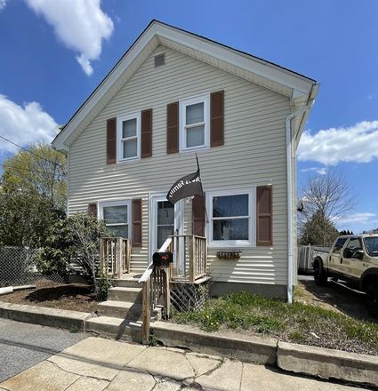 Rent this 3 bed house on 30 Granite Street in West Warwick, RI 02893