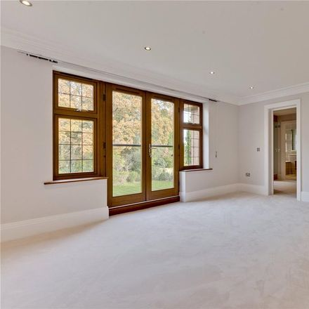 Rent this 5 bed house on Silverdale Avenue in Walton-on-Thames KT12 1EL, United Kingdom