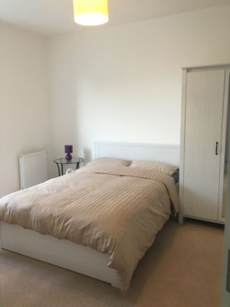 Rent this 4 bed room on Colindale Ave in Edgware, London NW9