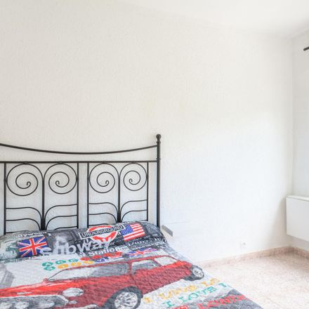 Rent this 4 bed room on Avinguda Meridiana in 580, 08030 Barcelona