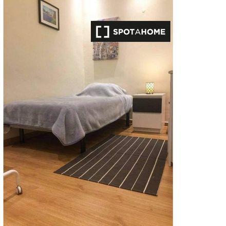 Rent this 4 bed room on Edíficio Principal in Rua Padre Luís Aparício, 1150-216 Santo António