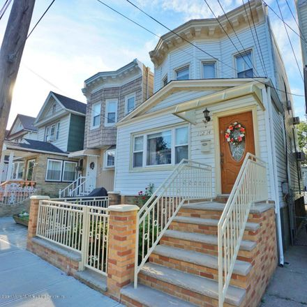 Rent this 4 bed townhouse on 102-14 85th Road in New York, NY 11418