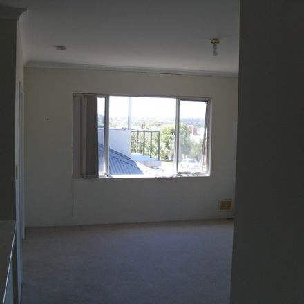 Rent this 4 bed house on Fremantle