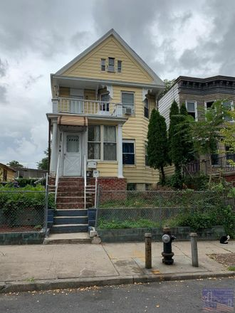Rent this 8 bed house on 4023 Gunther Avenue in New York, NY 10466