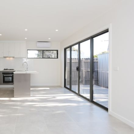 Rent this 2 bed apartment on 4/3 Raymond Street