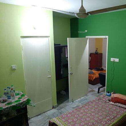 Rent this 3 bed apartment on B R Singh Hospital in Bepin Behari Ganguly Street, Chandi Chowk East