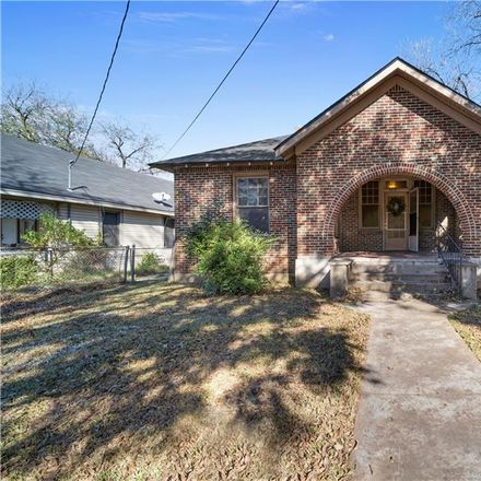 Rent this 2 bed townhouse on 1517 North 11th Street in Waco, TX 76707