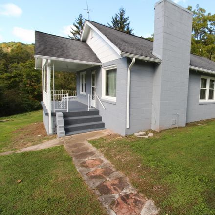 Rent this 3 bed house on Thompson Ave in Oak Hill, WV