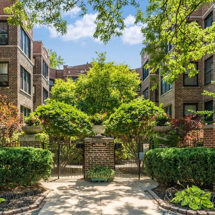 Rent this 2 bed condo on 753 West Brompton Avenue in Chicago, IL 60657