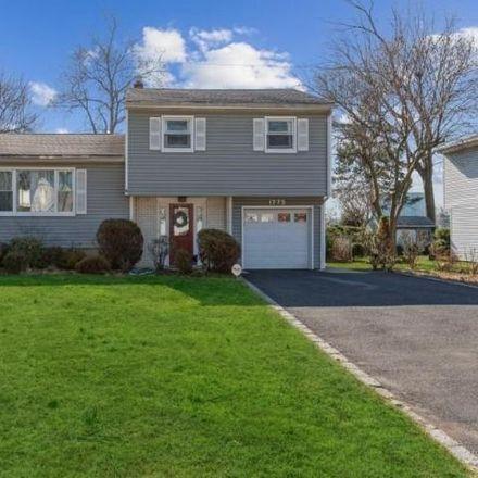 Rent this 3 bed house on 1731 Dakota Street in Clark, NJ 07066