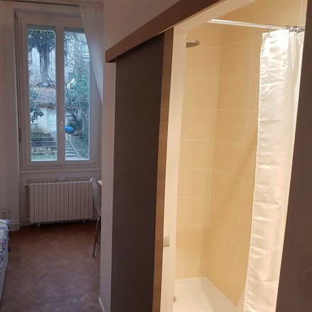 Rent this 3 bed room on 12 Place Ferdinand Buisson in 42100 Saint-Étienne, France