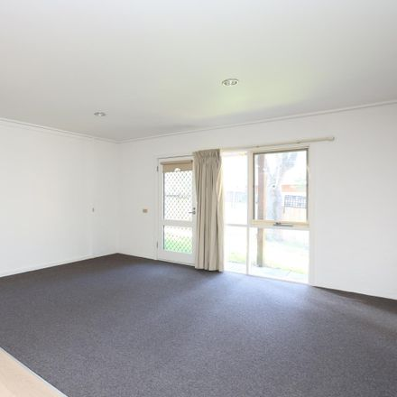 Rent this 3 bed apartment on 3/21 Black Street