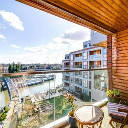 Rent this 3 bed apartment on Thameside House in Brentford High Street, London TW8 0BB