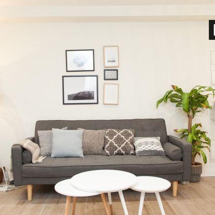 Rent this 2 bed apartment on Estatua a Miguel de Cervantes Saavedra in Calle del Prado, 28001 Madrid