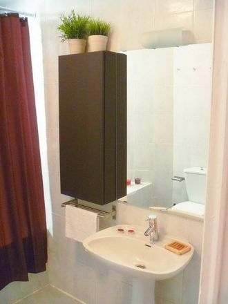 Rent this 2 bed room on Kutxabank in Bypass Sur, 28001 Madrid