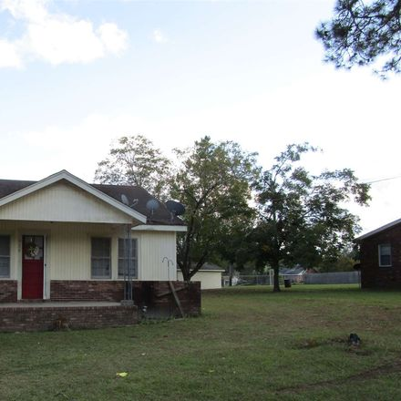 Rent this 3 bed house on Jones Ave in Swainsboro, GA