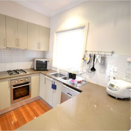 Rent this 3 bed house on 4/637-639 Blaxland