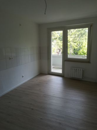Rent this 3 bed apartment on Elsässer Straße 3 in 47169 Duisburg, Germany