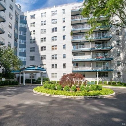 Rent this 1 bed condo on North Broadway in White Plains, NY 10603