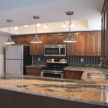 Rent this 3 bed townhouse on 5918 North 86th Street in Scottsdale, AZ 85250